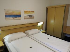 Hotel Villa Claudia, Szállodák  Nago-Torbole - big - 11