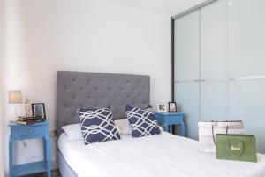 Deluxe One-Bedroom Apartment with Balcony