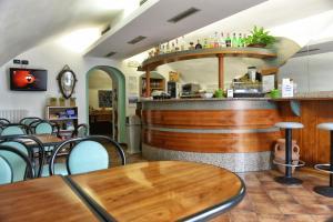 Taverna Affittacamere, Penziony  Gardone Riviera - big - 16