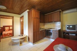 Haus Platanos, Апартаменты  Вурвуру - big - 29