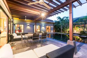 New Modern Pool Villa, Vily  Chalong  - big - 18