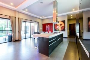 New Modern Pool Villa, Vily  Chalong  - big - 30