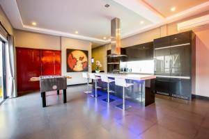 New Modern Pool Villa, Vily  Chalong  - big - 32
