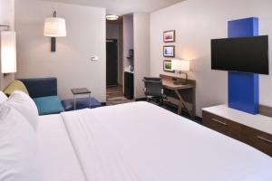 Holiday Inn Express and Suites Bryant - Benton Area, Отели  Брайант - big - 5