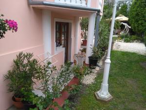 Ilona Kis Kastély Panzió, Guest houses  Keszthely - big - 3