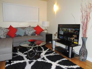 Cozy Apartment Mins From Downtown (Free Parking) - Cochrane