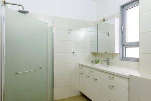 Kfar Saba Center Apartment, Appartamenti  Kefar Sava - big - 42