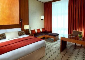 Spesialtilbud: 1 natt på Classic-rom med king-size-seng med billetter til enten Warner Bros. World™, Ferrari World eller Yas Water World.
