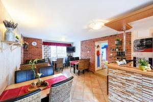 Wellness Apartmány Andrea, Apartments  Zdíkov - big - 42