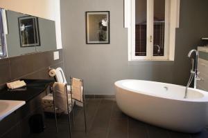 Di Rienzo Suites Trevi, Отели типа «постель и завтрак»  Рим - big - 7