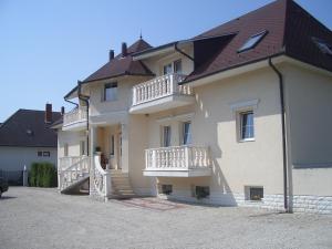 Hegyi Panzió, Guest houses  Hévíz - big - 16