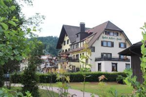 Hotel Adler Post, Szállodák  Baiersbronn - big - 108