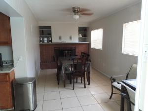 Charming House, Case vacanze  Port Richey - big - 11