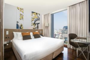 Superior King Room with City View