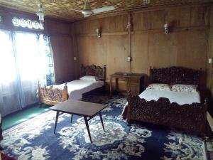 Kashmir View Houseboat, Отели  Сринагар - big - 8
