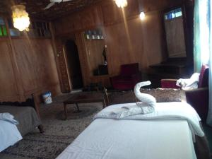 Kashmir View Houseboat, Отели  Сринагар - big - 12