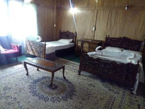 Kashmir View Houseboat, Отели  Сринагар - big - 11