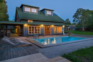 Tuisuliiva Holiday House
