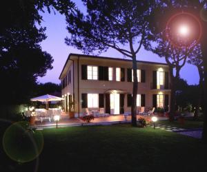 Hotel Villa Fiorisella, Szállodák  Marina di Massa - big - 14
