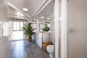 Budget Room with Shared Bathroom