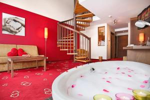 Alpen-Herz Romantik & Spa - Adults Only, Hotely  Ladis - big - 34