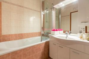 Leona & Borna's Central Lapad Suites, Apartments  Dubrovnik - big - 15
