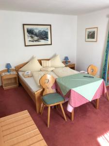 Landhaus Alpenrose - Feriendomizile Pichler, Penziony  Heiligenblut - big - 11