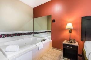 Quality Inn & Suites La Vergne, Szállodák  La Vergne - big - 3