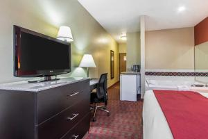 Quality Inn & Suites La Vergne, Hotely  La Vergne - big - 7