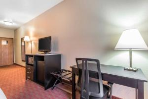 Quality Inn & Suites La Vergne, Hotely  La Vergne - big - 4