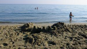 K Homes-Eva's Family Stone House, Prázdninové domy  Tinos Town - big - 2
