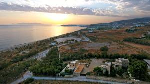 K Homes-Eva's Family Stone House, Prázdninové domy  Tinos Town - big - 3