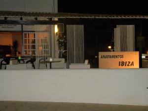 Apartamentos Ibiza, Apartments  Colonia Sant Jordi - big - 15