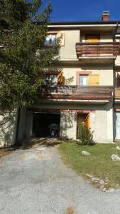 Ovindoli grande casa sotto la montagna - AbcAlberghi.com