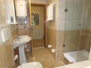 Apartments Staničić, Apartments  Brela - big - 115