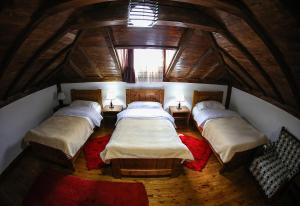 Hotel Bujtina e Bardhe, Hotel  Korçë - big - 16
