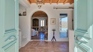 Mykonos Panormos Villas & Suites, Vily  Panormos Mykonos - big - 71