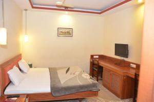 Hotel Raya's Annexe-1, Лоджи  Кумбаконам - big - 8