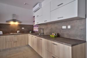 First Class Apartments Chezli by G&G, Апартаменты  Бирзеббуджа - big - 61