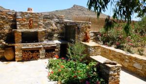 K Homes-Eva's Family Stone House, Prázdninové domy  Tinos Town - big - 14