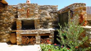 K Homes-Eva's Family Stone House, Prázdninové domy  Tinos Town - big - 15