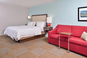 King Room Disability/Hearing Accessible with Tub - Non-Smoking