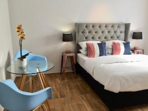 Habitación con cama grande
