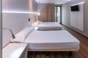 Hostal Operaramblas, Гостевые дома  Барселона - big - 16