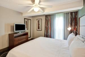 One-Bedroom King Suite - Non-Smoking