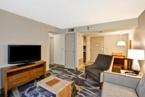 Double Suite with Two Double Beds with Bath Tub - Non-Smoking