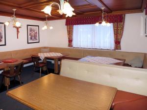 Haus Alpenrose 185W, Appartamenti  Kappl - big - 3