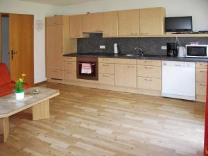 Landhaus Ines 141W, Apartmány  Kappl - big - 4