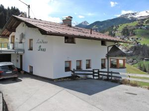 Landhaus Ines, Ferienwohnungen  Kappl - big - 11