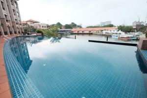 Luxury on Melaka River